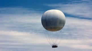 Bestattung mit einem Heißluftballon in der Luft